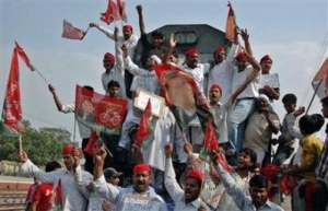 Activists from the Samajwadi Party shout slogans as they stop an inter-city passenger train during a protest against the hike in oil prices at Prayag railway station in the northern Indian city of Allahabad June 4, 2008.